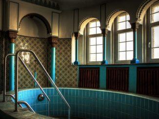 Stadtschwimmbad mit Saunabereich in den Jahren 1913 bis 1916 erbaut bestehend aus einer separaten Frauen- und Männerschwimmhalle
