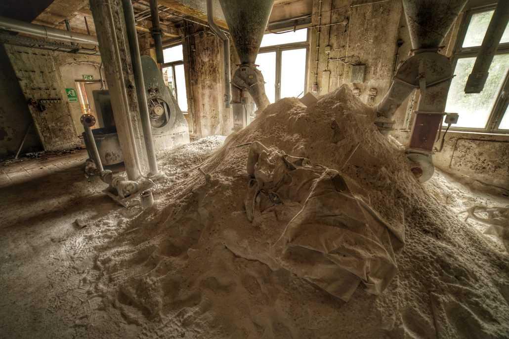 Kalkhaufen in der Linoleumfabrik